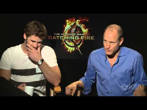 The Hunger Games: Catching Fire - Liam Hemsworth and Woody Harrelson Interview