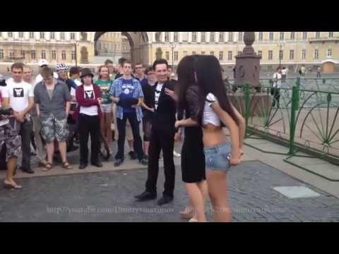 Павел Дуров на Дворцовой площади Санкт-Петербург.