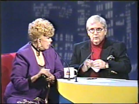 DERCY GONÇALVES ESCANCARANDO NO PROGRAMA DO JÔ ONZE E MEIA, EM 1995.