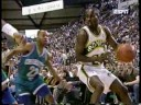 Shawn Kemp dunks in Alonzo Mourning's face
