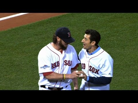 ALCS Gm1: Nomar throws out the ceremonial first pitch