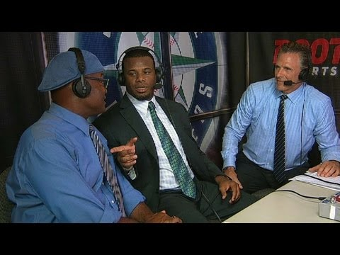 MIL@SEA: Griffey Jr. visits Mariners broadcast booth