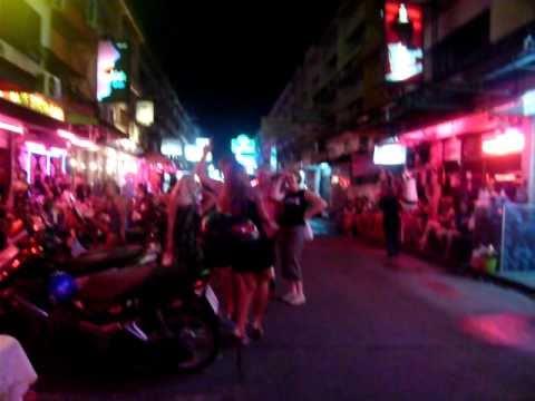 Saigon Soi 6 Pattaya Birthday Party on Down