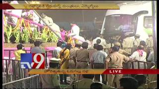 KCR arrives at TRS Party 16th Foundation Day Celebrations in Warangal
