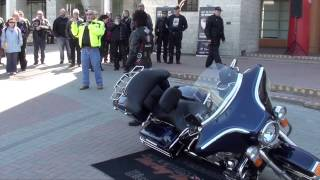 How to pick up a fallen motorcycle
