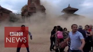 Nepal earthquake: Video shows terrified tourists as the temple collapse - BBC News
