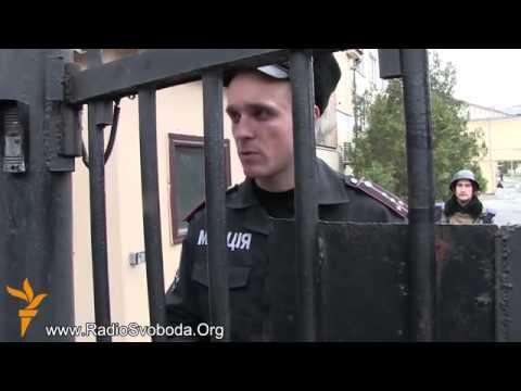 Rus yaraqlıları Simferopolda Ukrayna daxili qoşunlarını...