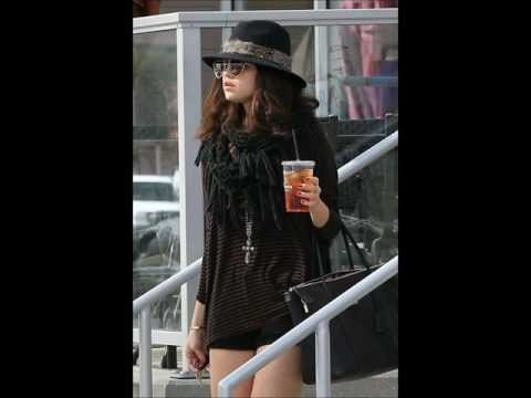 Selena Gomez: At Panera Bread In Los Angeles (February 2)