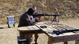 Shooting the German MG3