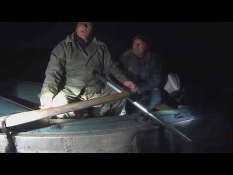 Браконьер поджог себя в лодке. Задержание браконьеров