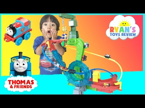 Thomas and Friends Minis Motorized Raceway with DC Super Friends