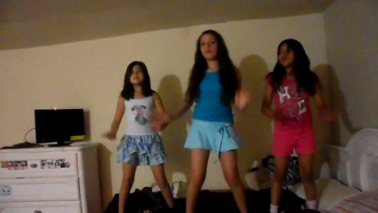bailando danza kuduro niñas de primaria - YouTube: http://www.youtube.com/watch?v=Yzm7iDvwYcg