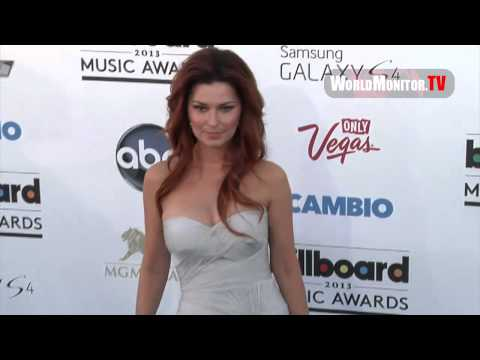 Shania Twain so gorgeous arriving at Billboard 2013 Music Awards Blue Carpet