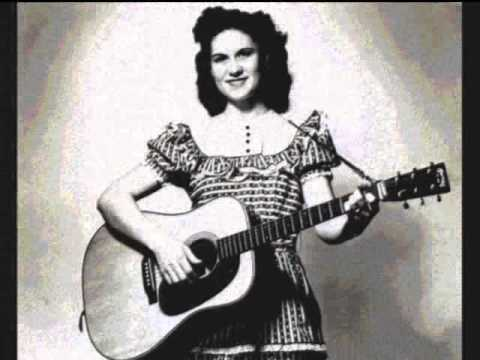 Kitty Wells Only Me And My Hairdresser Know 1966 (Country Music Greats)