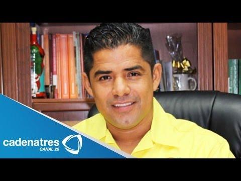 Presidente municipal de Lázaro Cárdenas es detenido 29 de abril 2014. Presidente municipal de Lázaro Cárdenas es detenido Para más información entra en http:...