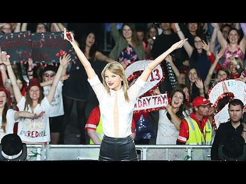 4 Times Taylor Swift Totally Surprised Her Fans