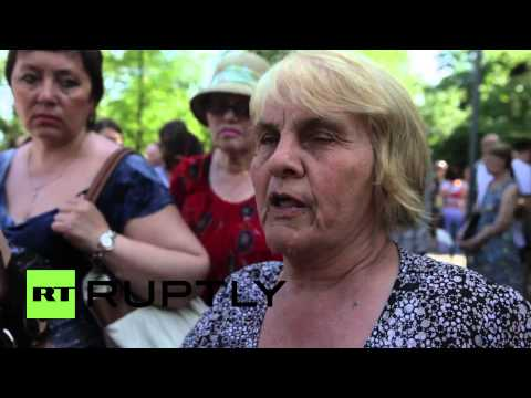 Ukraine: Hundreds gather in Mariupol to mourn May 9 victims