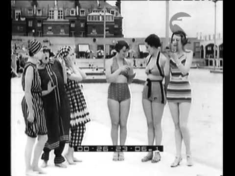 Sfilata di costumi da bagno sulla spiaggia di Hastings ...