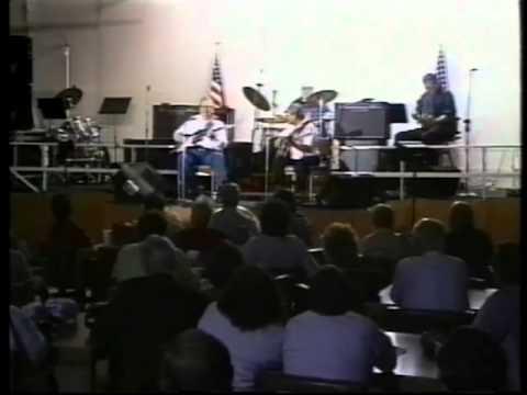 Benny Garcia and Eldon Shamblin playing Milkcow Blues