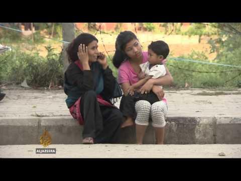Nepali volunteers deliver quake aid on bike