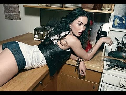 MEGAN FOX PLAYS BLACK OPS!!