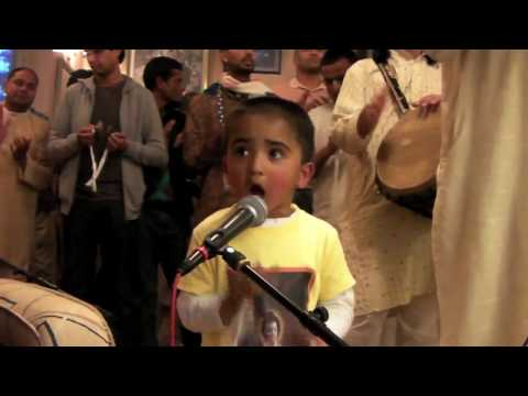 Iskcon Coventry 3 Year Old Leads Arati Kirtan! video
