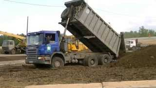 Scania P380 6x4 unloading