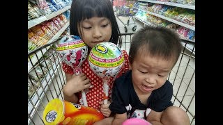 Mua sắm cùng bé. Shopping with your baby.