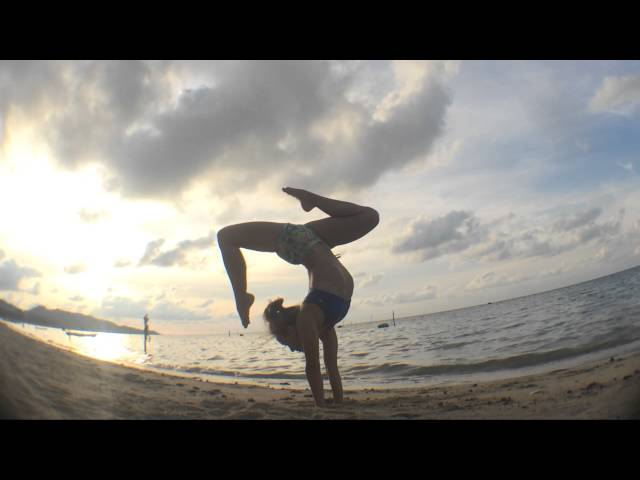 Yoga in Koh Samui Beach: Handstand Splits