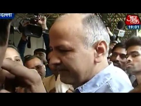 India 360: Delhi Dy CM Sisodia forced to leave press meet