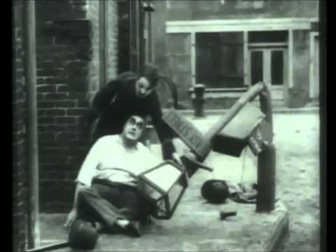 La calle de la paz (Charles Chaplin) - Easy Street (1917)