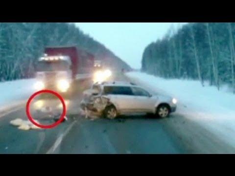 Russia: baby eludes death in car crash - no comment
