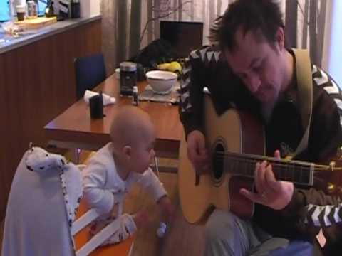 Leeron sjunger å pappa kompar