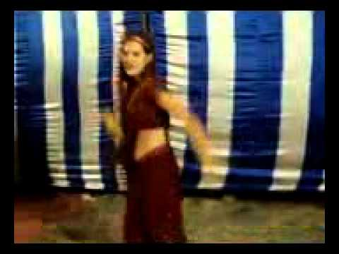 Indian Lady Amazing Dance Like Hollywood Style in Saree.