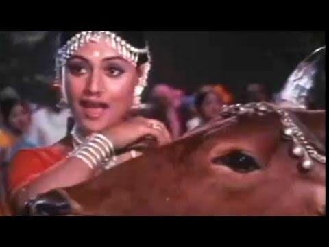 Jaya Bachchan (Bhaduri) Gaai Aur Gori - Scene 820
