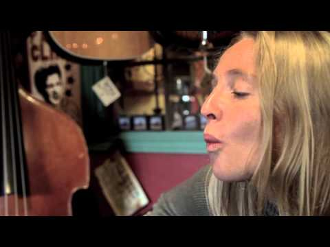 Lissie- Look Away (Wood & Wires Session)