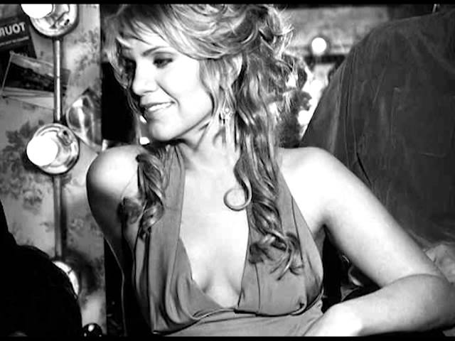 Alison Krauss - When God Dips His Love in My Heart