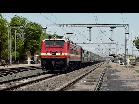 Wap-4 Dakshin 110kmph Dash Through Mandideep! video