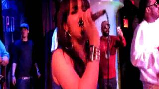 Watch Lumidee Uh Oooh Remix video