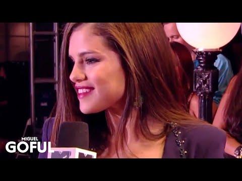 Selena Gomez - MTV VMA's 2013 Red Carpet thumbnail