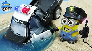 Minions police car play. Towing a police car. Minions episode