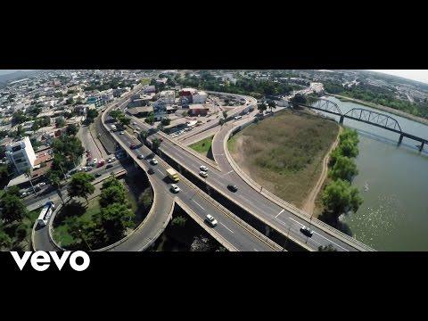Music video for Plan Zambada Imperial (La captura del Mayito Gordo) performed by Alfredo Ríos El Komander. Site: http://www.elkomander.com Twitter: http://twitter.com/El_Komander1 Facebook:...