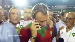 لحظة تلقي رونار اتصالا من الملك محمد السادس بعد الفوز التاريخي على الكوت ديفوار