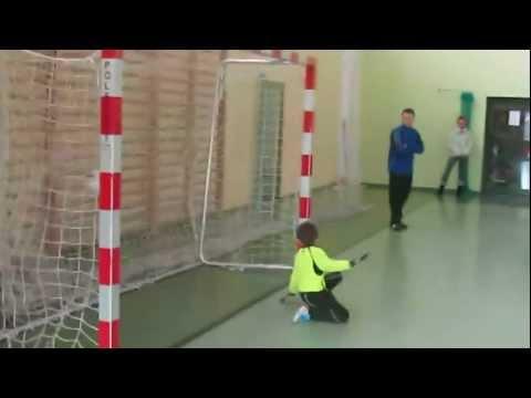 10.12.2011 R  Mikołajkowy Turniej Halowej Piłki  Nożnej Żaków.  Rzuty  Karne  .