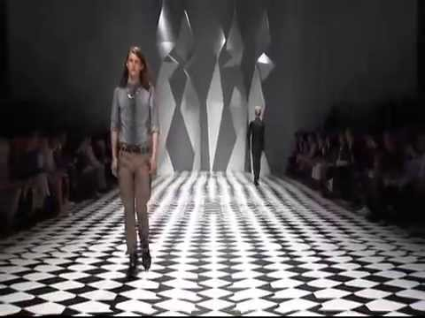 Milan Fashion Week: Versace Menswear SS 2011 Collection fullshow Video