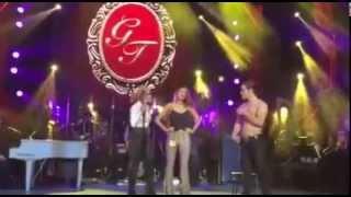 Eiza Gonzalez en el escenario junto a Gloria Trevi - ElAmorWorldTour #LA