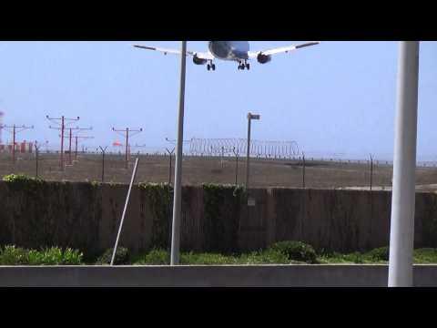 Alaska Airlines Disney Livery 737-490 (N706AS) Landing at Los Angeles Airport.