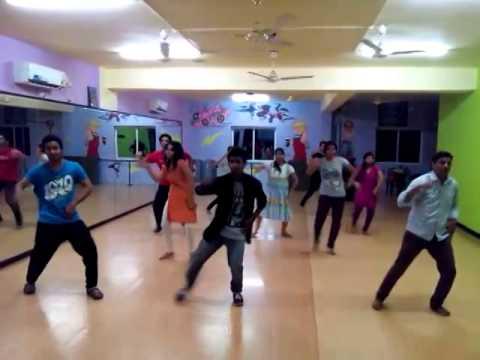 Tumhi Din Chadhe, Tumhi Ho Bandhu Sakha Dance - Cocktail Movie video