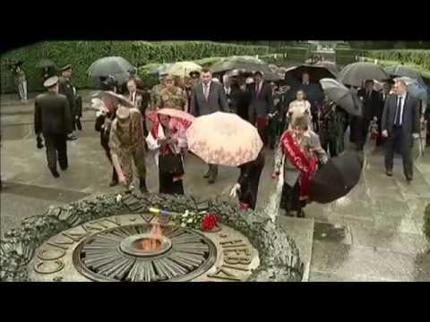 Ukraine Marks WWII Anniversary: Poroshenko lays wreath to mark anniversary of Nazi invasion