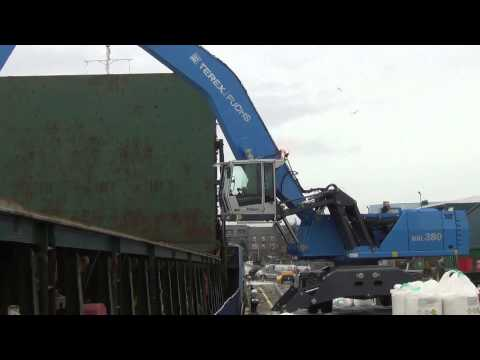 Terex Fuchs MHL 380 unloading a ship of fertiliser.mp4